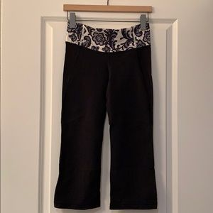 Lululemon crop workout pants - size 6